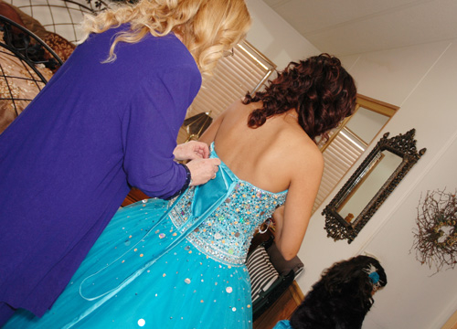 Quiero Mis Quinces | Season 6: Jiselle - Putting on my Dress.
