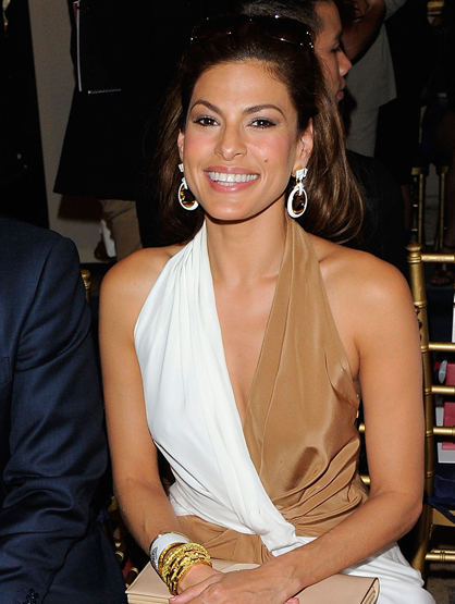 Before They Were Famous - Eva Mendes sold hot dogs in the Glendale Galleria Mall in California.