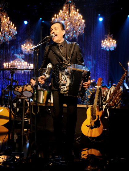 Los Tigres del Norte - Eduardo Hernández shows off his golden voice