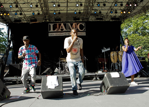 LAMC 2011: MTV Tr3s Showcase - Choc Quib Town jamming out!