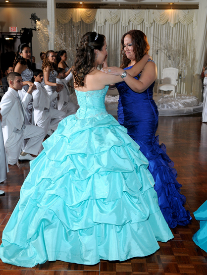 Quiero Mis Quinces | Season 7: Brigitte and Brishell - Brishell and mommy.