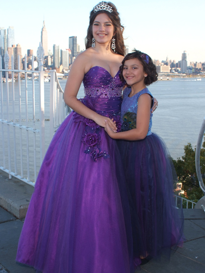 Quiero Mis Quinces | Season 7: Joselin - Joselin with Mayelin in my photo shoot.