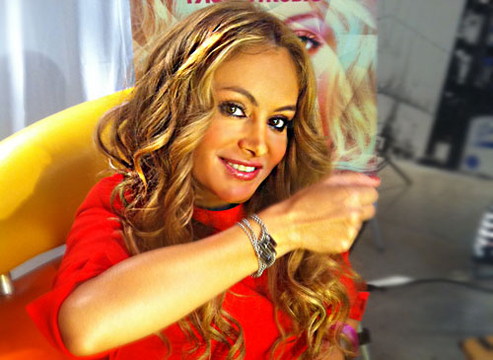 Tr3s Bling! - Paulina Rubio shows just how versatile the Tr3s Bling is