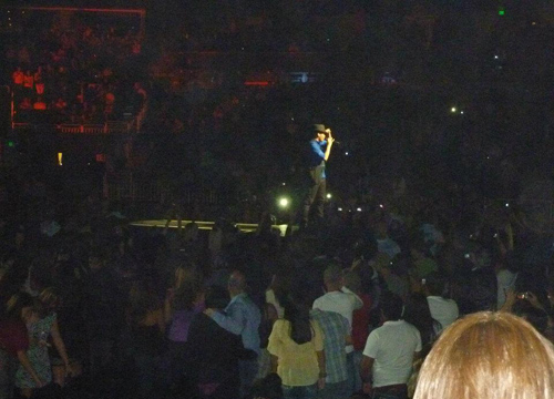 Fresh Buzz From the Road: Orlando - Here he is tearing up the crowd