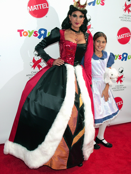 Halloween Costumes Through the Years - Teri Hatcher and her daughter, Emerson Rose Tenney as the Red Queen and Alice.
