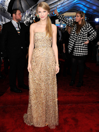 The Best and Worst Dressed of the 2011 AMAs! - BEST Taylor Swift: The usually stylish country singer looks beautiful in her signature look of gold and sequins. Guess her motto is if it works for you, keep wearing it?