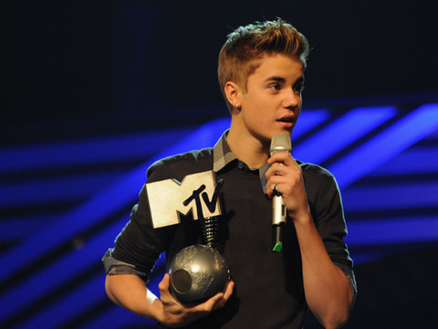 EMA 2011: Best Moments - Justin Bieber receives the award for Best Male onstage during the MTV Europe Music Awards 2011 live show at at the Odyssey Arena on November 6, 2011 in Belfast, Northern Ireland.