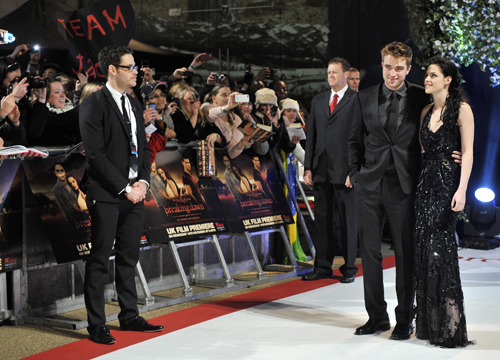 Faces and Places - 11.16.2011 Robert Pattinson (i) y Kristen Stewart (d)