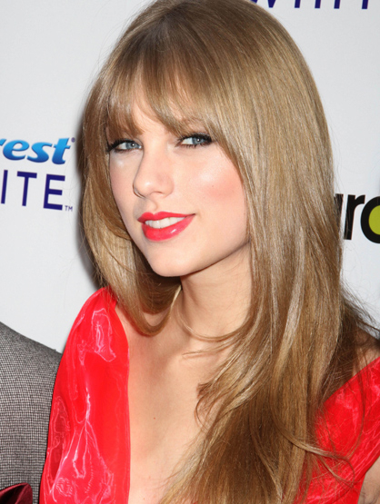 Faces and Places - 12.02.2011 Taylor Swift at Billboard''s Sixth Annual Women in Music. (NYC)
