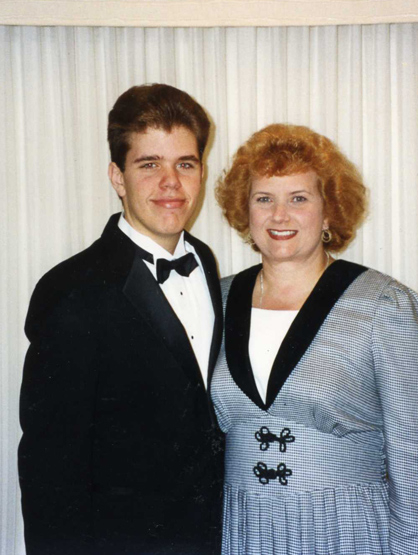 La Escalera: Perez Hilton - High School era Perez, with his mom, Teresita.