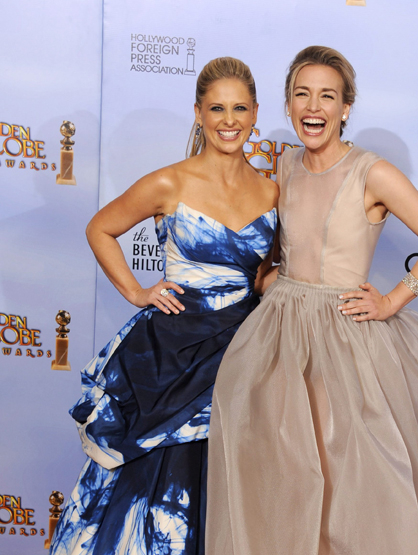 Faces and Places - 1.15.2012 Sarah Michelle Gellar (i) and Piper Perabo (d) pose in the press room during the ceremony of the 69th edition of the Golden Globes.