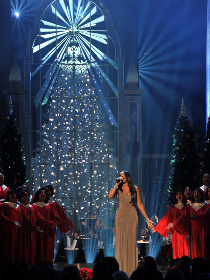 Holiday Spirit - Jennifer Hudson performs 