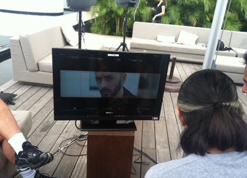 Follow the Leader: Behind the Scenes - Yandel cozies up to the camera as he prepares for the shoot.