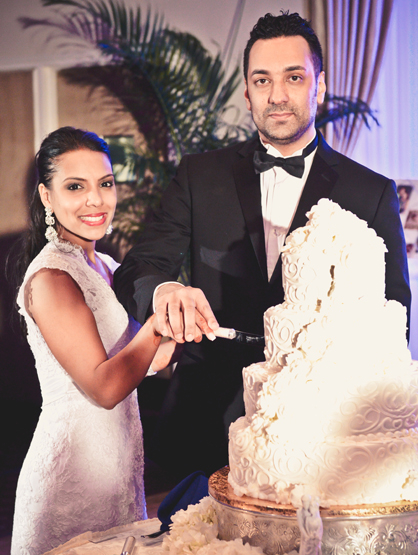 Quiero Mi Boda Season 4: Sarai and Sanjiv - Cutting the beautiful cake.