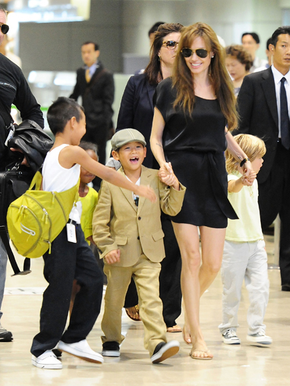Hottest Moms in Hollywood - Angelina Jolie is the supermom of Shiloh Jolie-Pitt, Maddox Jolie-Pitt, Vivienne Marcheline Jolie-Pitt, Pax Thien Jolie-Pitt, Knox Leon Jolie-Pitt. (That's a mouthful!)