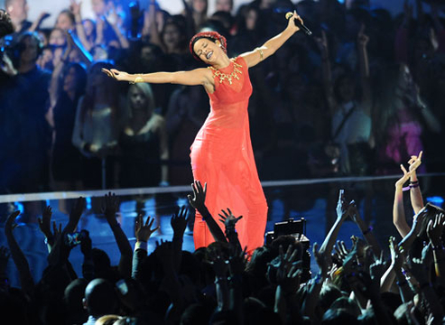 VMA 2012: Best Moments - Rihanna performs at the 2012 MTV Video Music Awards at Staples Center on September 6, 2012 in Los Angeles, California.
