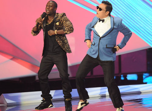 VMA 2012: Best Moments - Kevin Hart and rapper Psy perform at the 2012 MTV Video Music Awards at Staples Center on September 6, 2012 in Los Angeles, California.