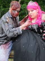 Quiero Mis Quinces | Season 5 | Erika's Zombie Photo Shoot