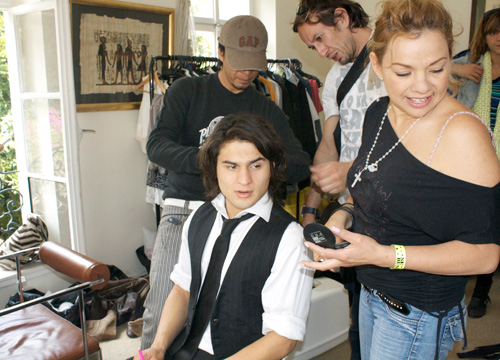 Behind the Scenes of Niñas Mal - Axl getting ready in hair and makeup.